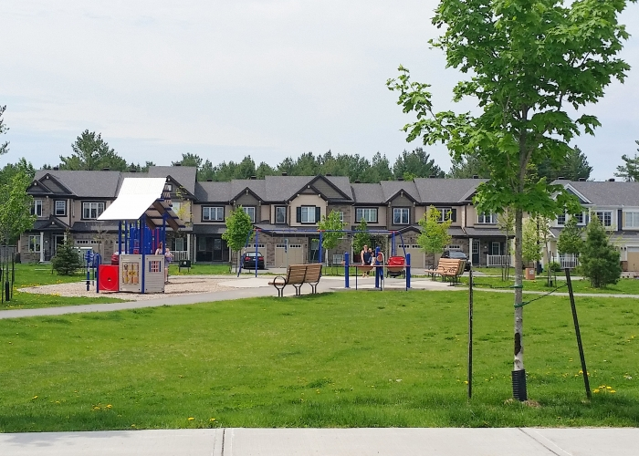 fairwinds-poolecreek houses & park