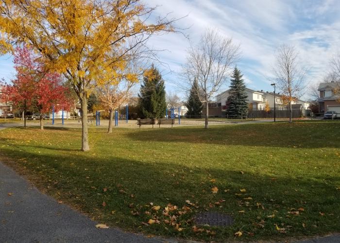 34-Kincardine-West Creek Meadows park-Glen Cairn